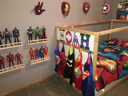 foto de quarto infantil dos vingadores e outros super herois