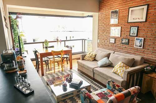 sala de jantar na varanda conjugada com a sala de estar