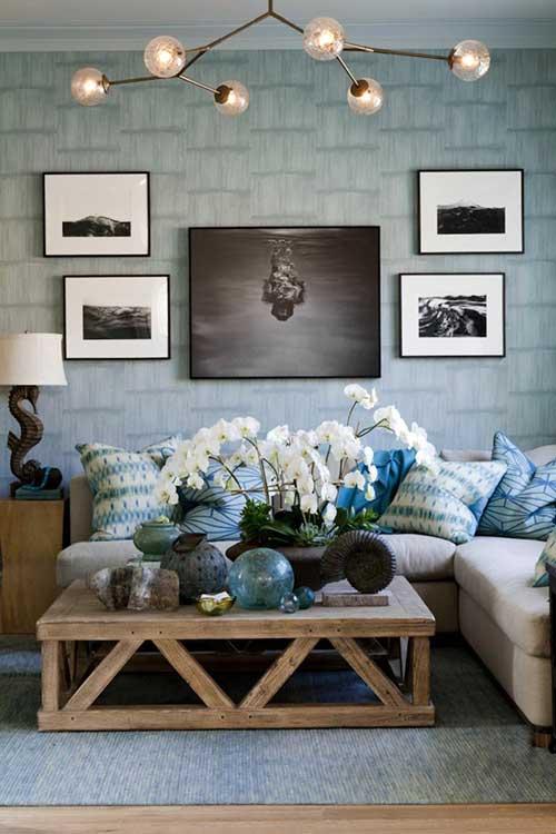 sala de estar rustica com orquidea