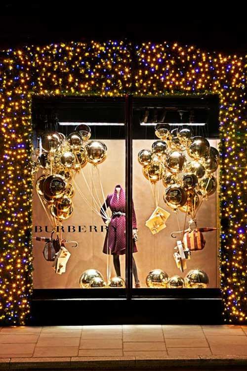 fachada decorada com bolas de natal