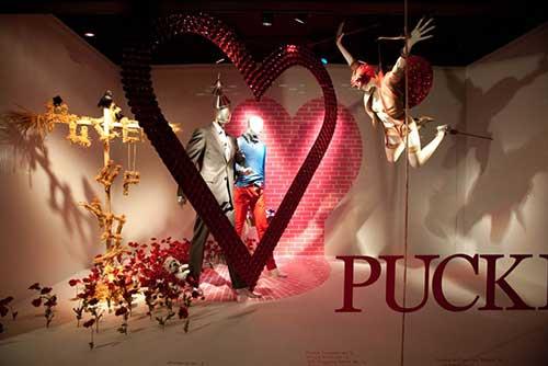 loja de roupas com decoracao especial pra dia dos namorados