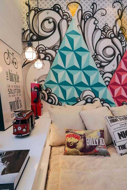quarto com grafite geometrico e urbano