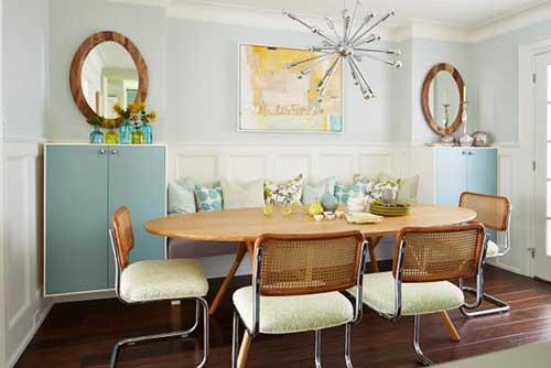 sala de jantar clean com lustre da moda