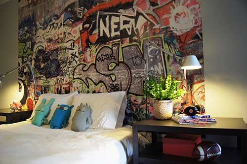 foto de quarto de menino com grafite colorido