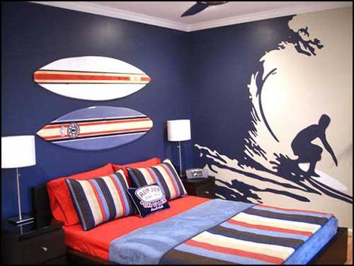 quarto azul e branco par pessoa que surfa