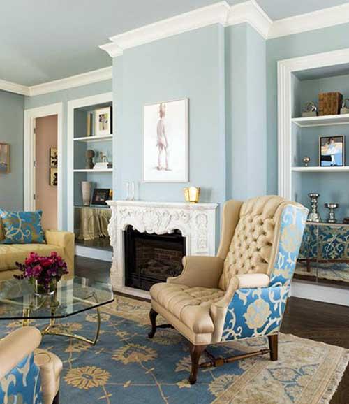 poltrona azul clara e bege para sala de estar elegante