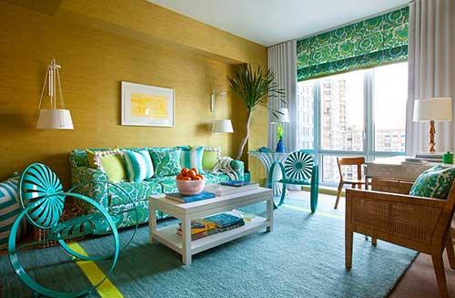 sala de estar azul turquesa com parede amarela
