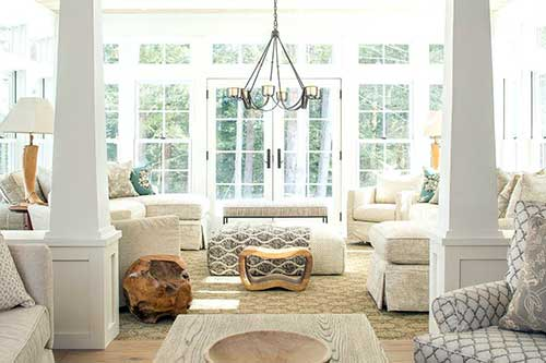 sala de estar bonita com tapete e carpete