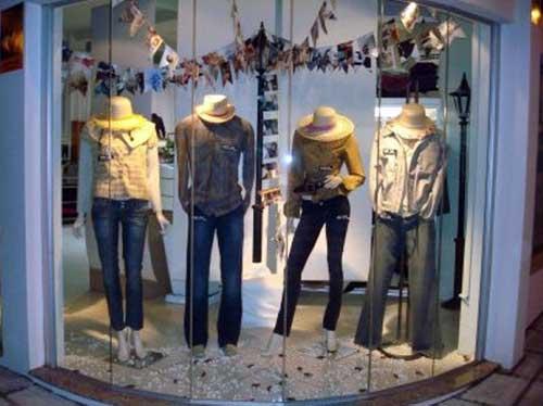 loja comercial de roupas com fachada para festa junina