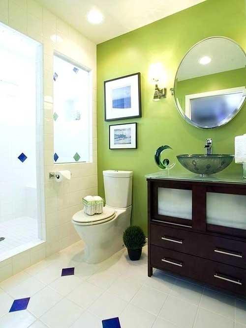 foto de banheiro pequeno com parede pintada de verde