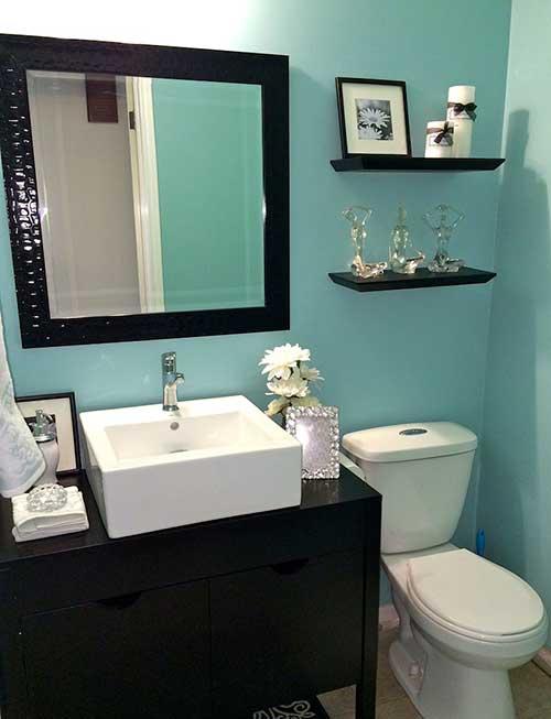 foto de banheiro simples com paredes verde agua