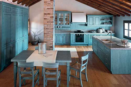 foto de cozinha azul grande em casa antiga