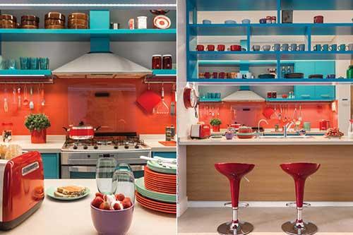 foto de cozinha decorada nas cores azul e laranja