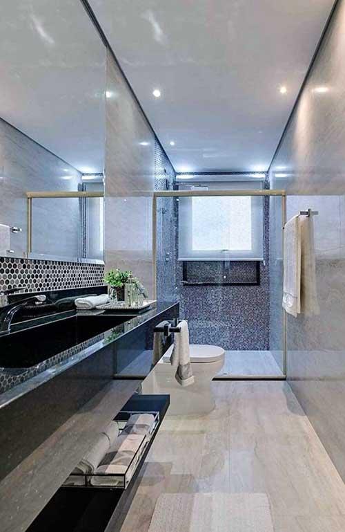foto de banheiro cinza e branco com granito ubatuba verde