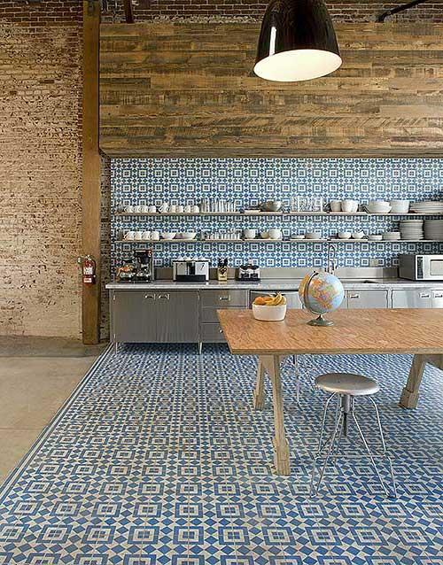 foto de cozinha branca e azul