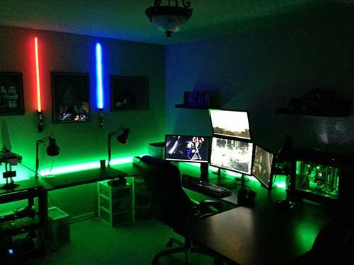 foto de quarto gamer com decoracao em led