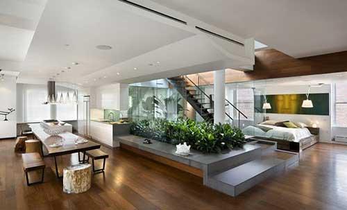foto de lounge com jardim de inverno no meio e sala de jantar no canto