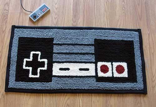 imagem de quarto gamer com tapete de controle