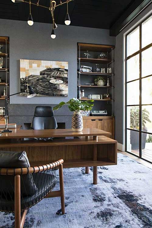 foto de escritorio de advocacia masculino com tapete
