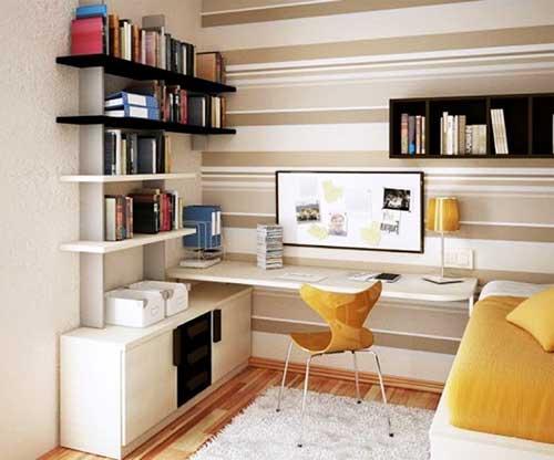 foto de escritorio dentro do quarto com papel de parede