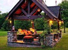 gazebo rustico e grande feito em pedra e madeira