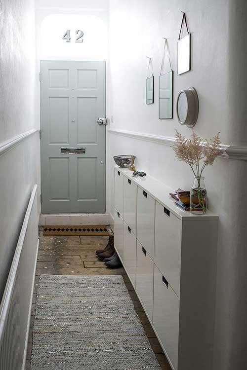 hall de entrada de casa rustica com piso de madeira