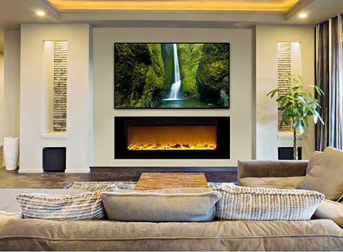 lareira eletrica perto da tv na sala de estar