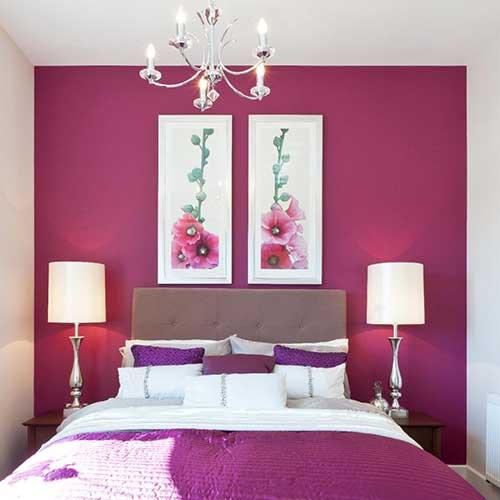 imagem de quarto de casal com parede rosa pink