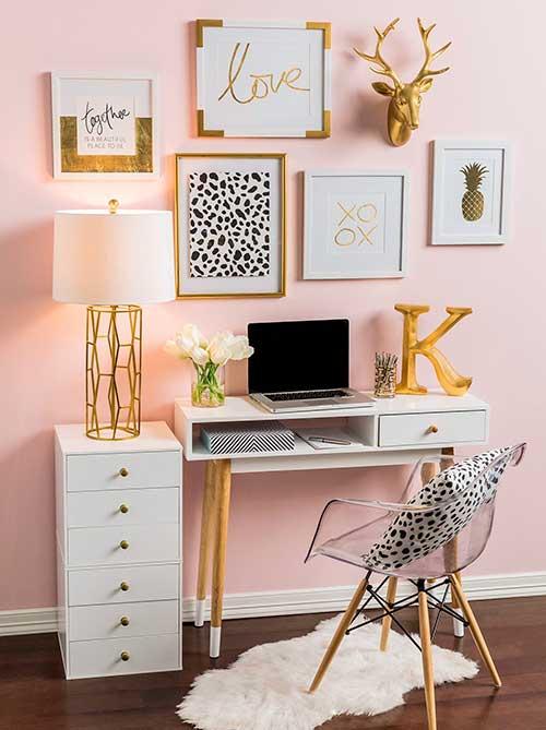 imagem de escritorio rosa e dourado feminino