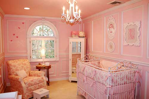 foto de quarto todo rosa claro para bebe