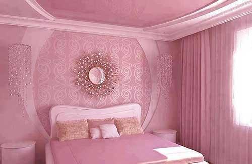 foto de quarto todo rosa com espelho dourado