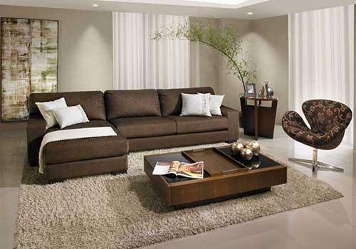 sala de estar moderna com sofa marrom que tem chaise