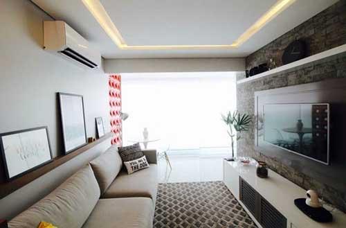 foto de prateleira grande para sala de estar pequena de apartamento