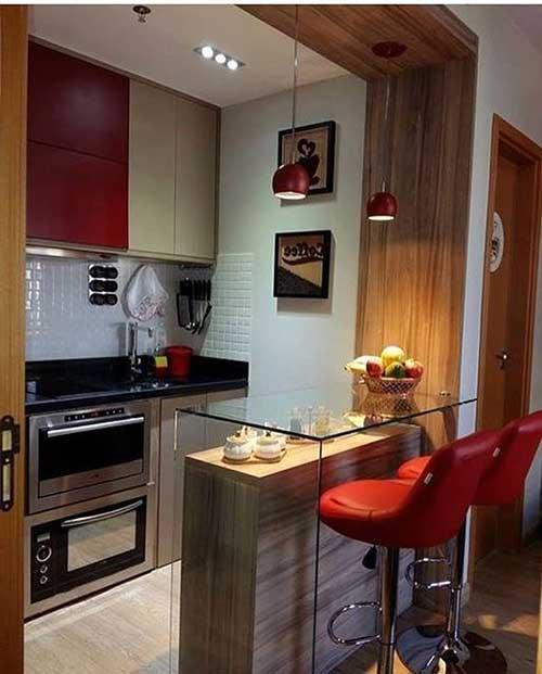 cozinha americana pequena em apartamento com balcao de vidro