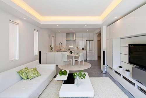 cozinha planejada branca em apartamento de luxo