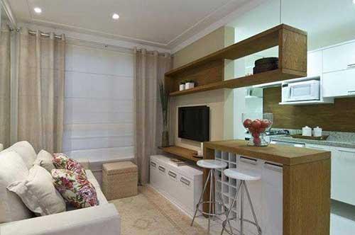 imagem de sala de estar conjugada com cozinha americana pequena planejada