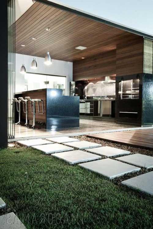 imagem de edicula fechada com porta de vidro e area gourmet