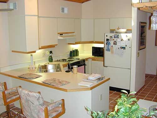 retrato de cozinha simples com decoracao antiga
