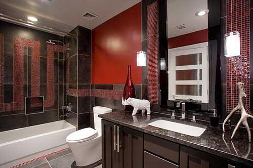 foto de banheiro marrom, preto e vermelho bonito