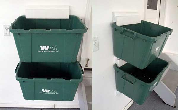 as caixas são fixadas na parede a partir de suportes de madeira