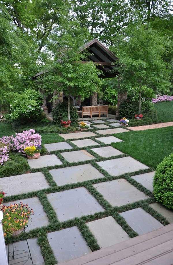 caminho de pedras de granito no jardim do quintal com gramado, um dos usos mais comuns que ainda ajuda a conservar a grama