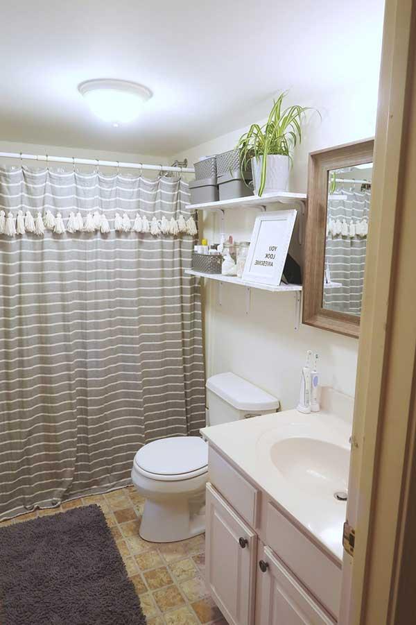 nos banheiros de imóveis alugados, quando não houver vidro no box, use cortinas, são mais baratas