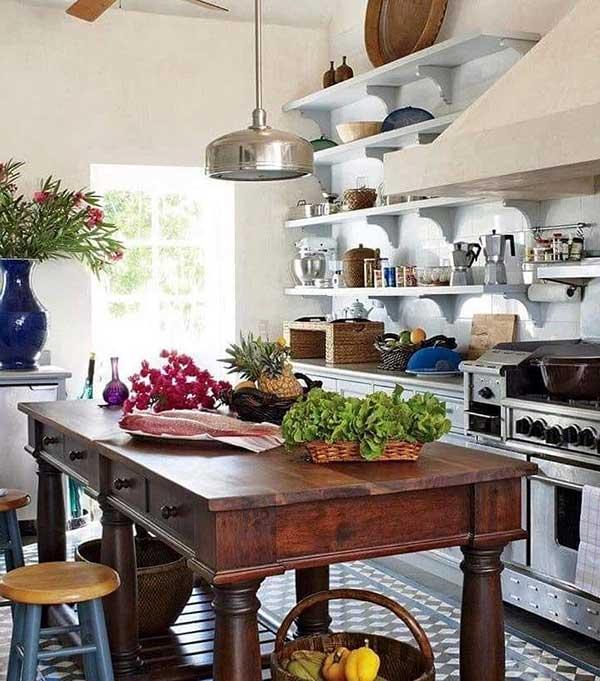 outra coisa que não pode faltar na sua cozinha de fazenda é muita luz natural