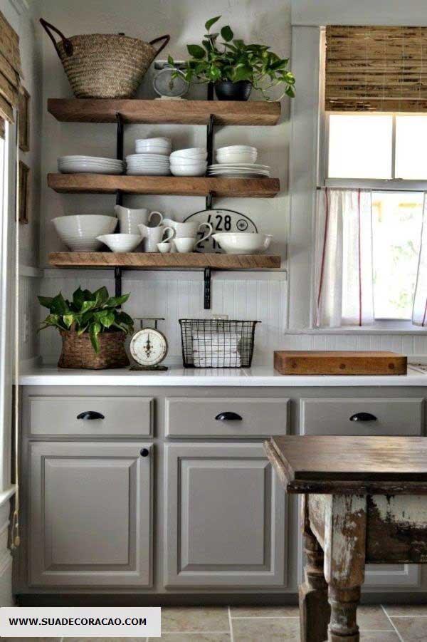 no entanto, se a cozinha apresentar tons neutros ou que combinem com a cor da madeira, tons diferentes não serão problema