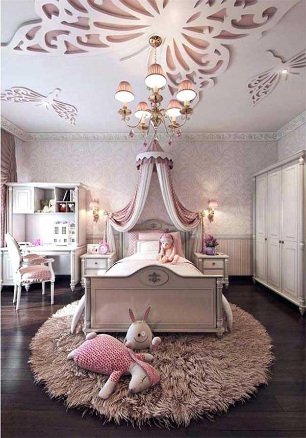 quarto feminino de princesa com arandela e candelabro combinando